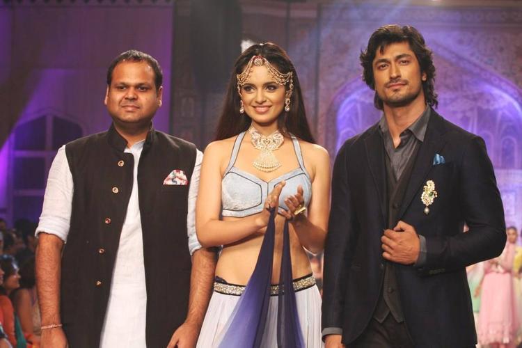 Bollywood Star Vidyut And Kangana Walk For Birdhichand Ghanshyamdas At IIJW 2013