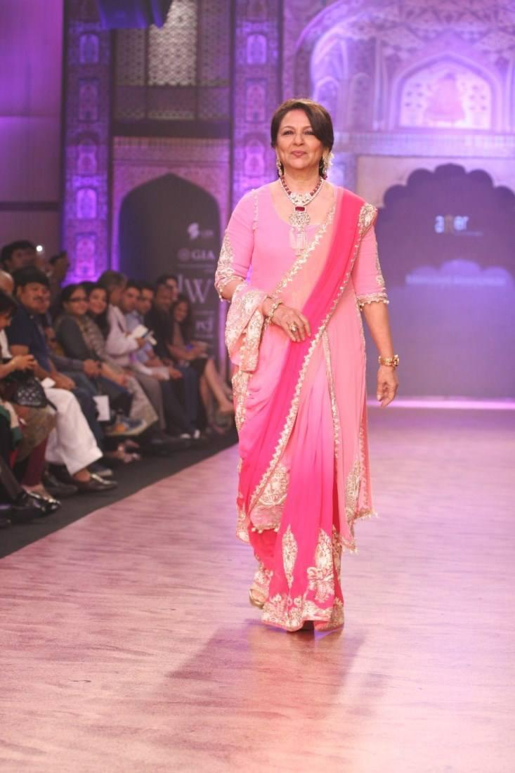 Sharmila Tagore Walked The Ramp For Bridhichand Ghanshyam Das Jewellers At IIJW 2013