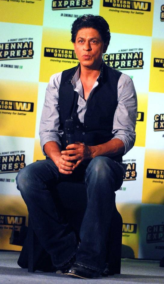 SRK Dashing Look During The Promotion Of Chennai Express In Association With Western Union