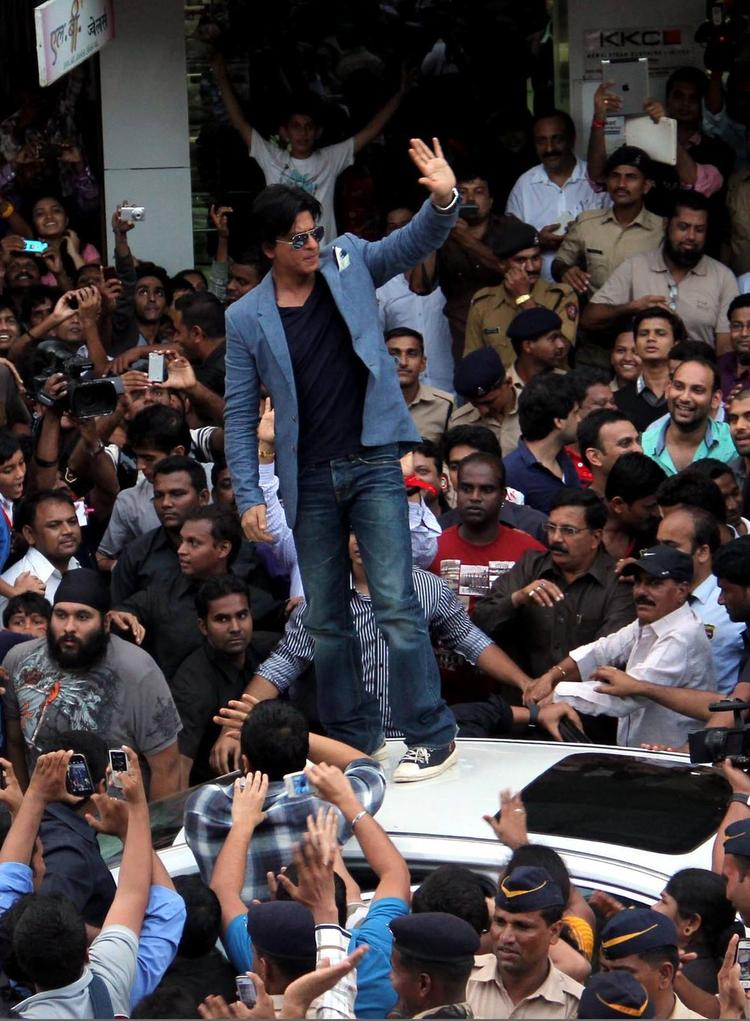 SRK Waves His Hands To Fans At The Promotion Of Chennai Express At K Lounge