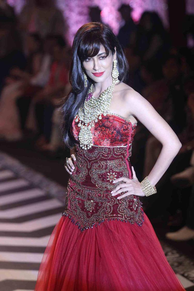 Fashionista Chitrangada Singh On The Ramp At IIJW Grand Finale 2013