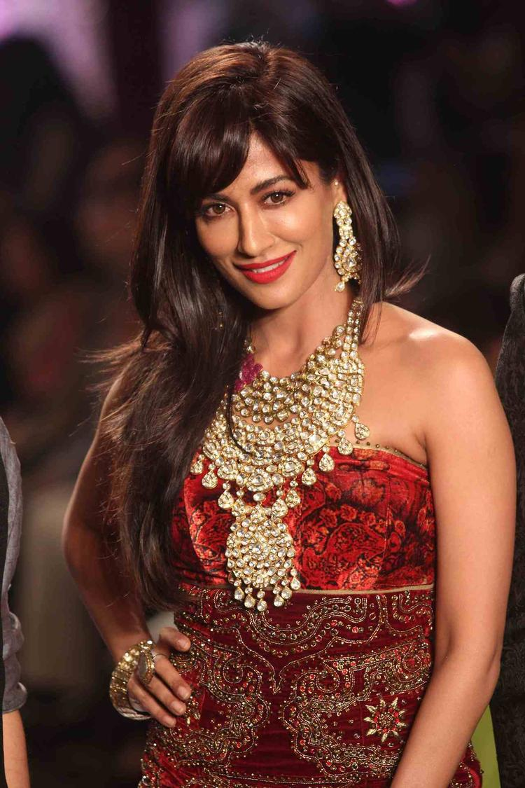 Gorgeous Chitrangda Singh Dazzled The Ramp At IIJW Grand Finale 2013