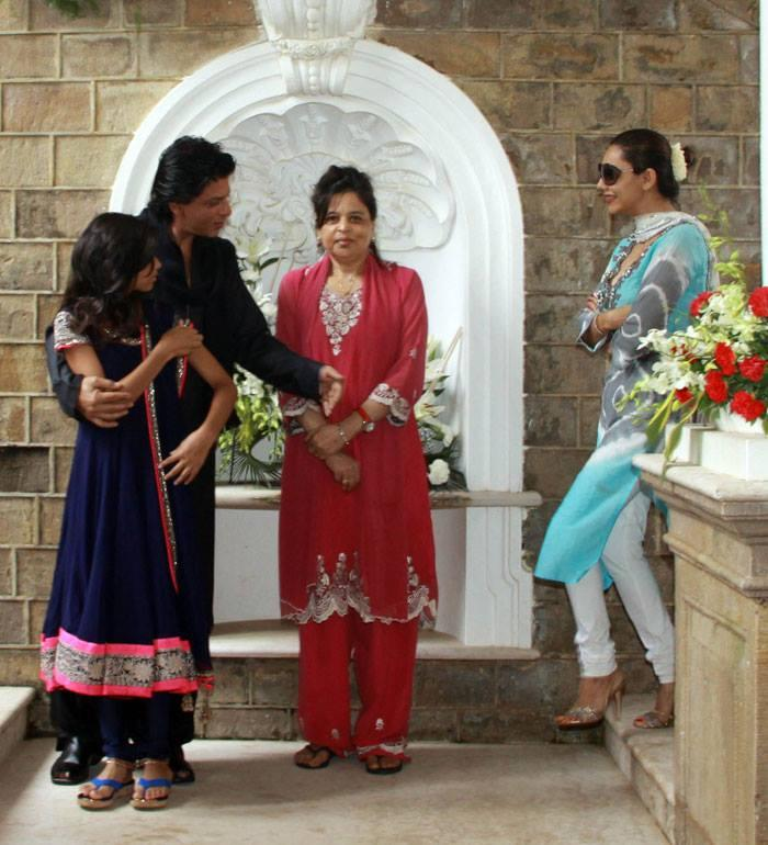 Suhana,SRK,Shehnaz And Gauri Cooled During The Celebration Of Eid At Their Bungalow Mannat