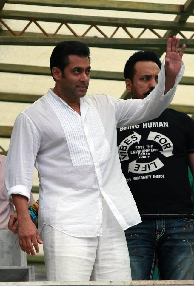 Salman Khan Wishes Eid To His Fans During Eid Celebrations
