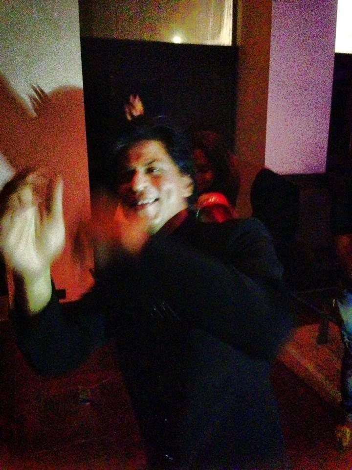 Shahrukh Khan Dancing At Eid Party In His Mannat Residence