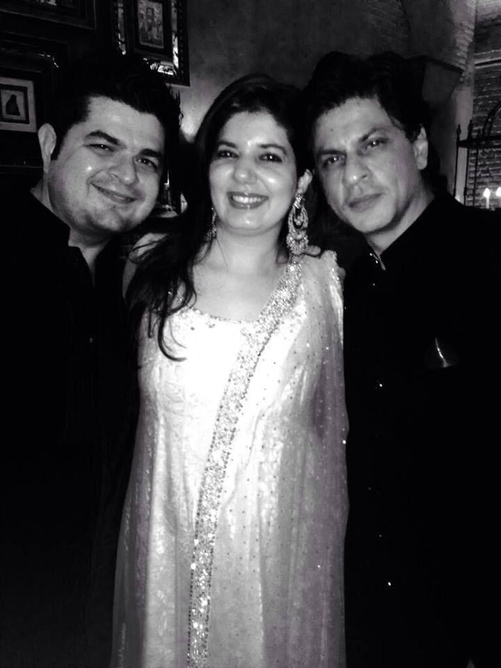 Shahrukh Pose With Dabboo And His Wife Manisha During The Chennai Express Success Party
