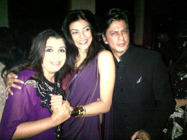 Shahrukh Pose With His Frinds Farah And Sushmita During Eid Party At His Mannat Residence