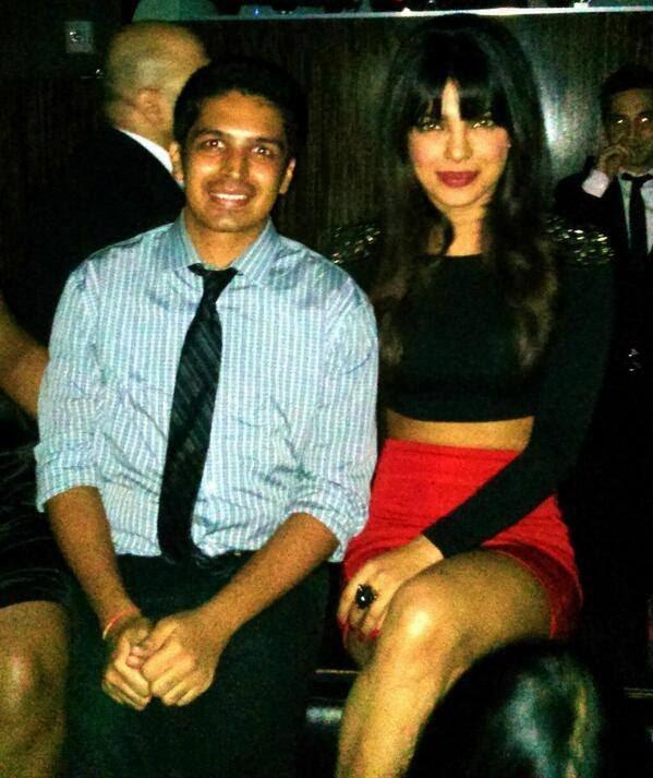 Priyanka Chopra Hot Sexy Look Pose With A Fans In Lasvegas