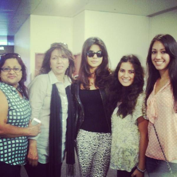 Priyanka Chopra Posed For Camera With Fans In Lasvegas