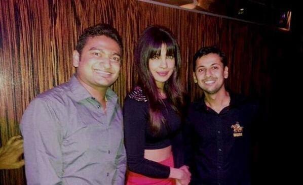Priyanka Chopra Stylish Look With Fans In Lasvegas