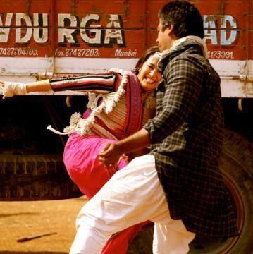 Madhuri Dixit Fight Still During The Shooting Sets Of Gulaab Gang