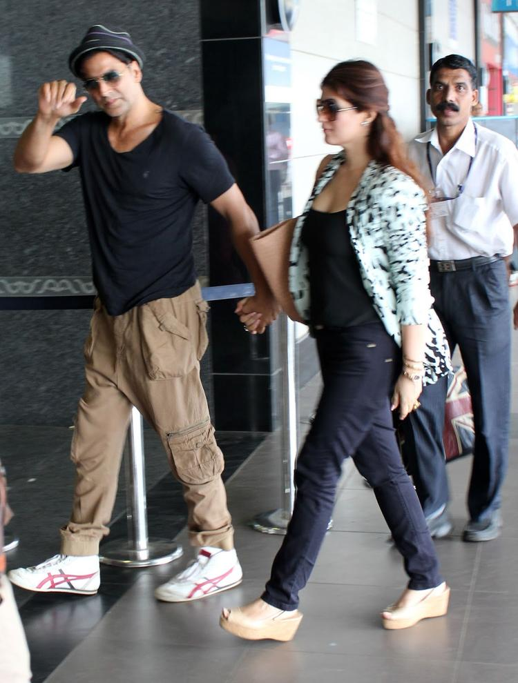 Akshay And Twinkle Snapped At Airport To Leave For Dubai