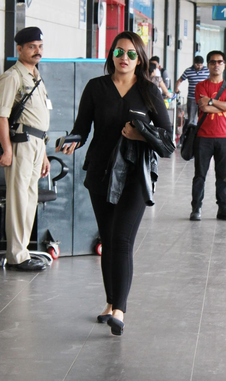 Sonakshi Sinha Snapped At Airort To Leave Dubai For OUATIMD Promotion