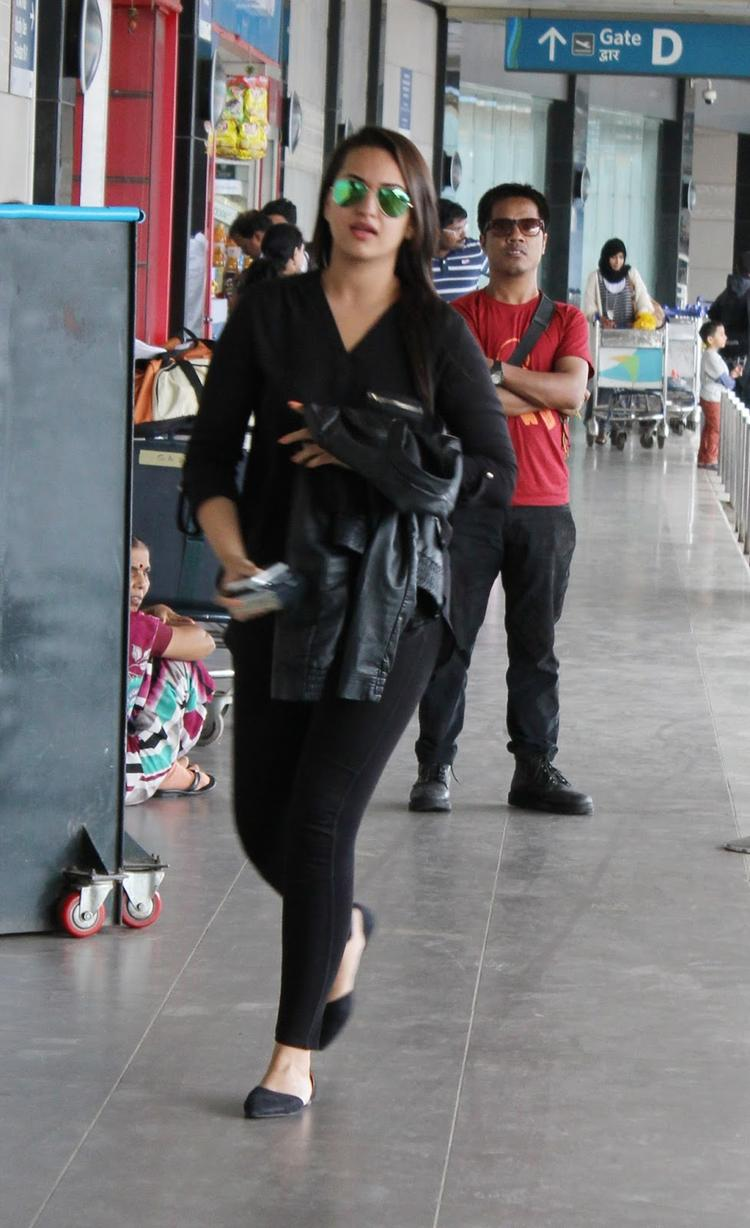 Sonakshi Sinha Spotted At Airport To Leave Dubai For Promotion Of OUATIMD