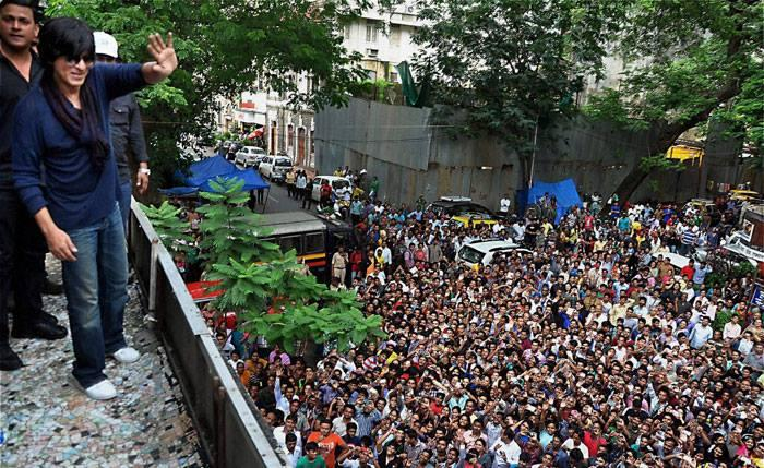 SRK Celebrates The Success Of Chennai Express With Fans At A Cinema Hall In Mumbai