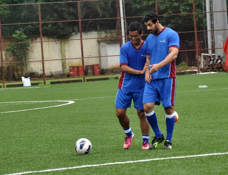 John And Baichung Playing Reliance Football League 2013