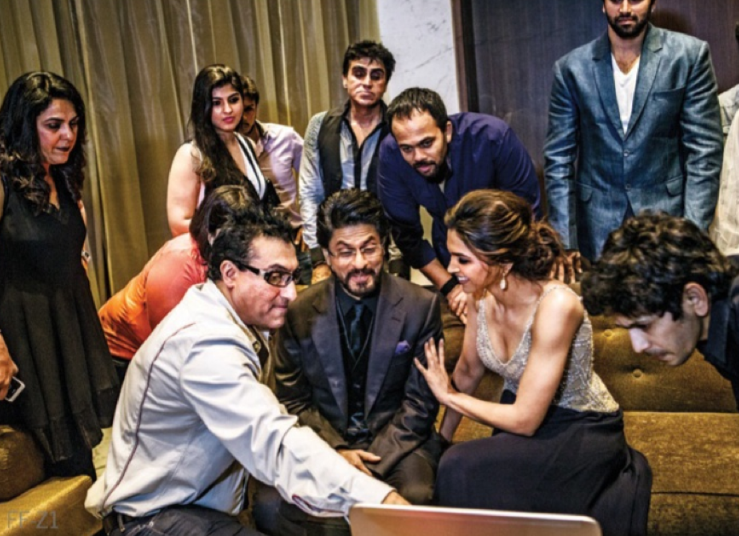 SRK,Deepika And Rohit Discussion On The Sets Of A Promotional Photo Shoot For Chennai Express