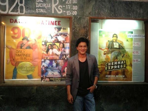 SRK Flashes Smile At Maratha Mandir During The Success Of Chennai Express