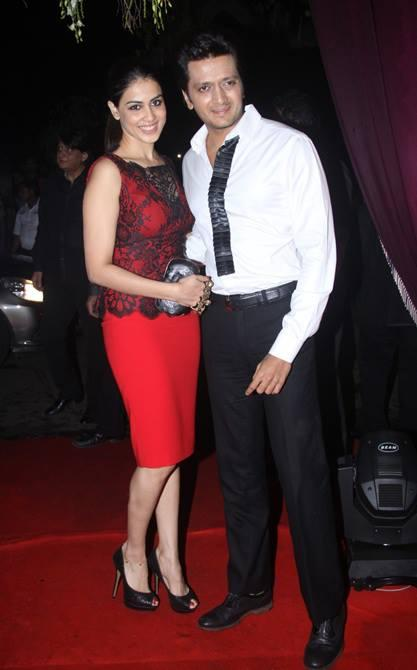 Genelia With Hubby Riteish Posed In Red Carpet At Sridevi's 50th Birthday Bash