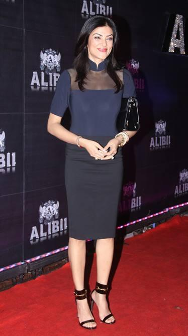 Sushmita Sen Glamour Look In Black Dress Posed In Red Carpet At Sridevi's 50th Birthday Party