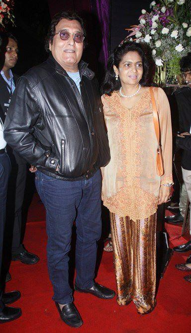 Vinod Khanna With Wife Kavita Khanna Snapped In Red Carpet At Sridevi's 50th Birthday Party