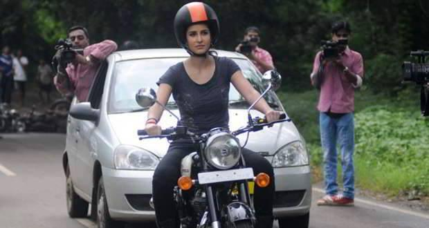 Katrina Kaif With Bike On The Sets Of Dhoom 3