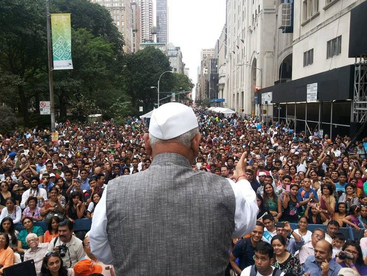 Anna Hazare Leads Largest India Day Parade In USA