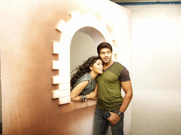 Arya And Shriya Saran Sizzling Stunning Pic In New Flick Love To Love