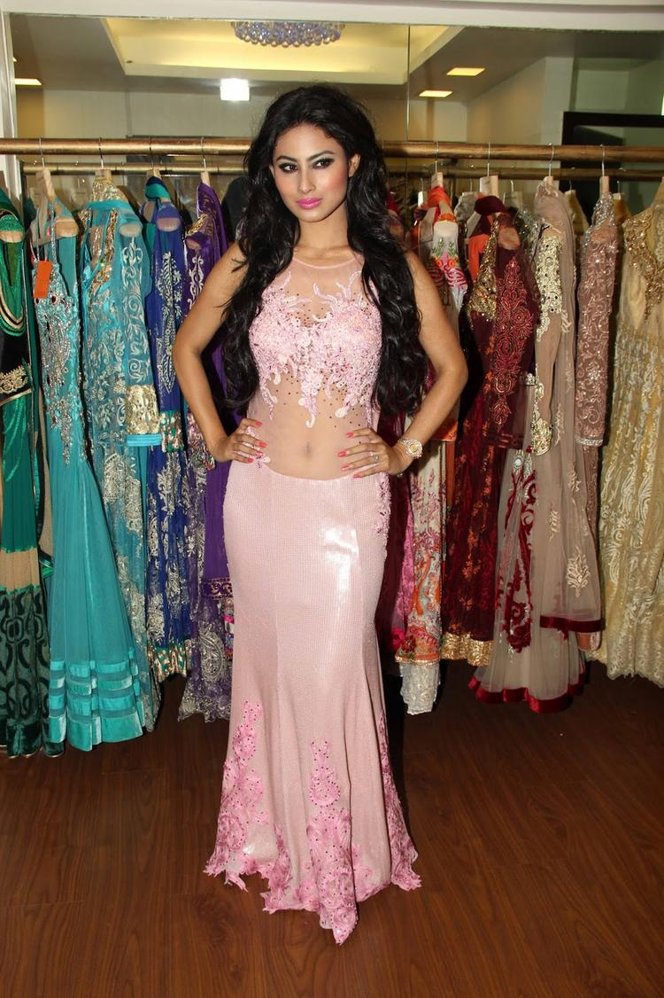 Mouni Roy Sizzling Look In Pink Dress At Rohit Verma's Bridal Fashion Collection 2013
