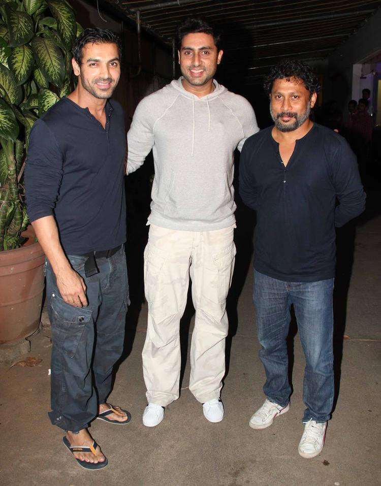 Abhishek Snapped At The Special Screening Of Madras Cafe To Support His Friend John And Shoojit Sircar