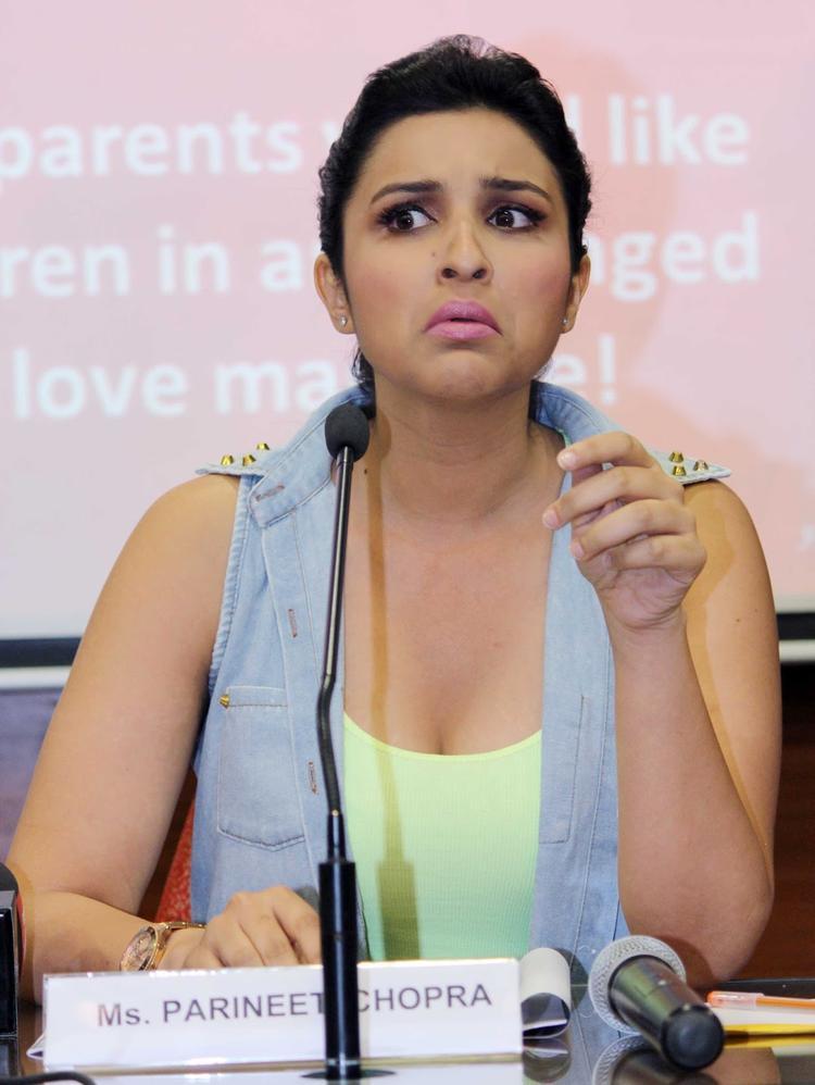 Parineeti Chopra Present During The Promotion Of Shuddh Desi Romance At A College