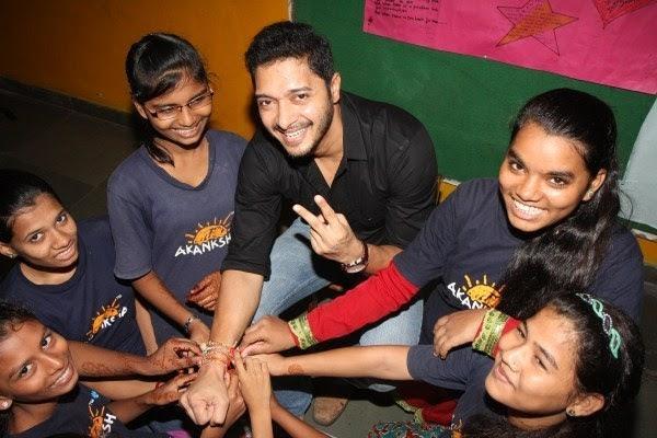 Shreyas Talpade Enjoy With Kids During The Raksha Bandhan At The Akanksha Foundation