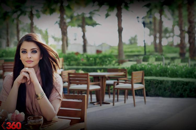 Aishwarya Rai Amazing Photo Shoot In The Park By Lodha In 2013