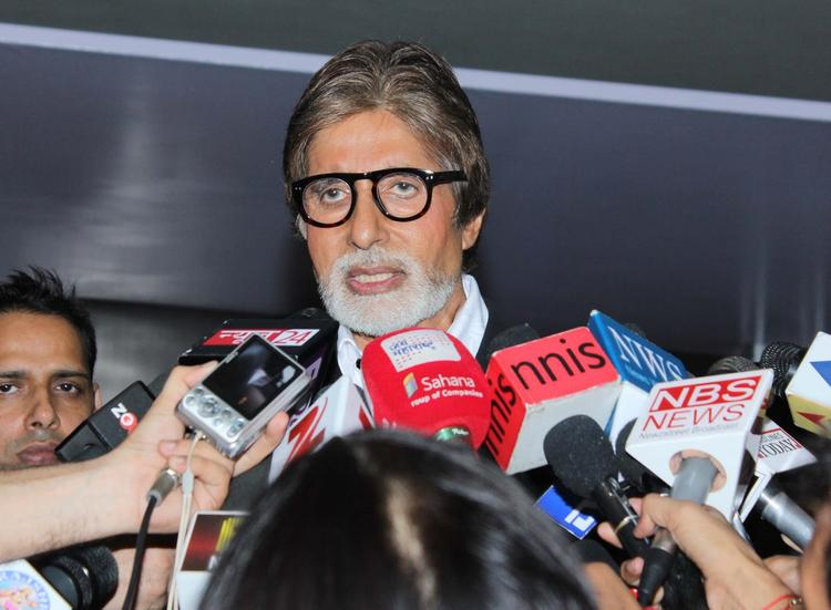 Amitabh Bachchan Flags Off KBC Hot Seat Aapke Shehar Van on Screen Maktoob