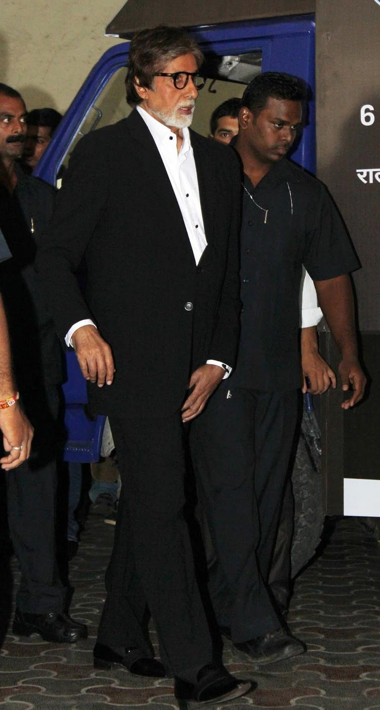 Amitabh Bachchan Flags Off  KBC Hot Seat Van In Mumbai Recently