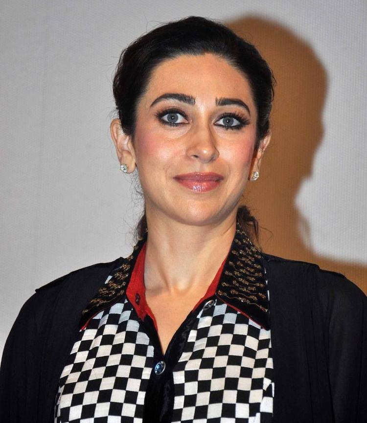 Karisma Kapoor Close Up Pic During  My Yummy Mummy Guide Launch Event