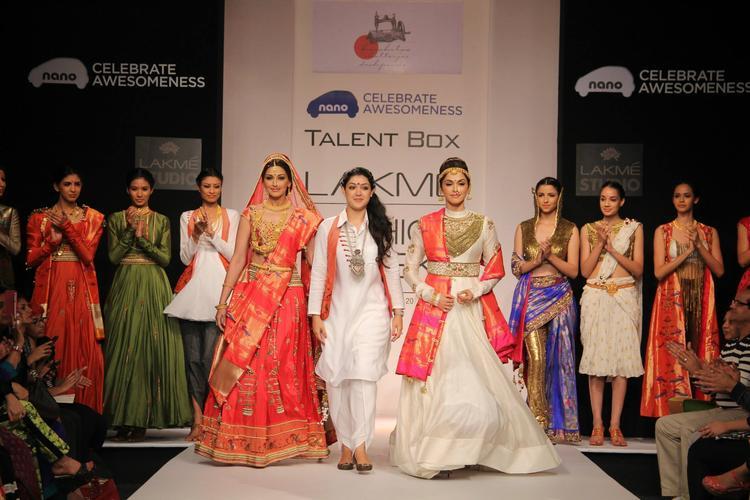 Sonali Walks On Ramp For Hrishitaa Chaterjee Deshpande Show LFW 2013 Day 2