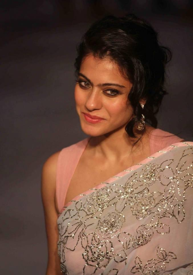 Kajol Devgan Sweet Smile Cute Pose At Lakme Fashion Week 2013 Day 2 Show