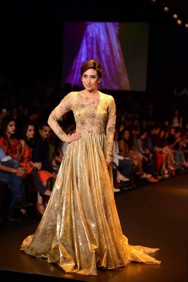 Karisma Kapoor shows up her ramp style at Lakme Fashion Week