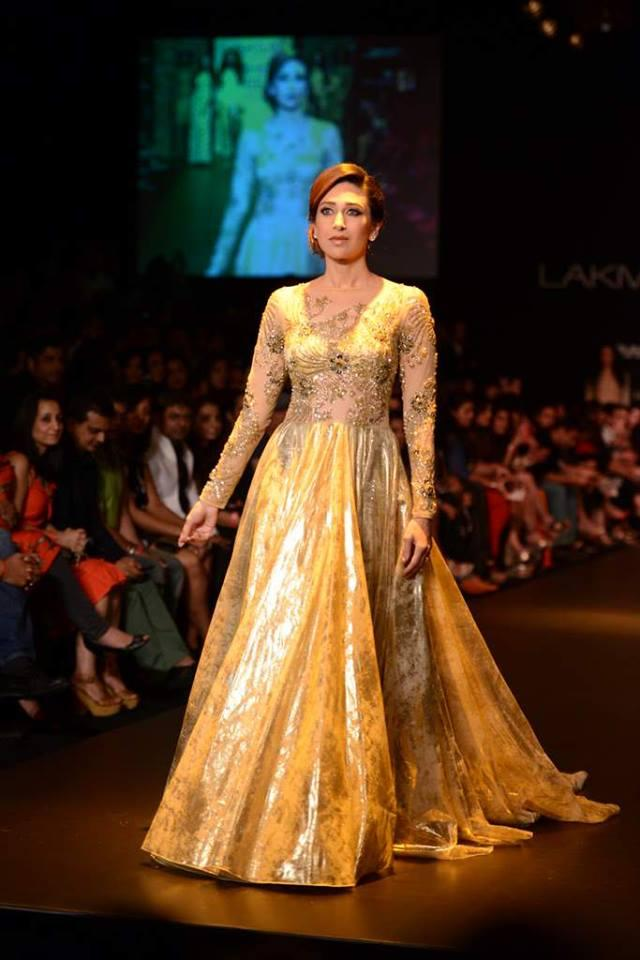 Gorgeous Karisma Kapoor at LFW 2013