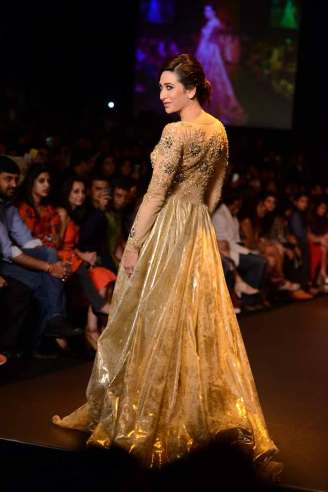 Karisma Kapoor walks bold at LFW 2013