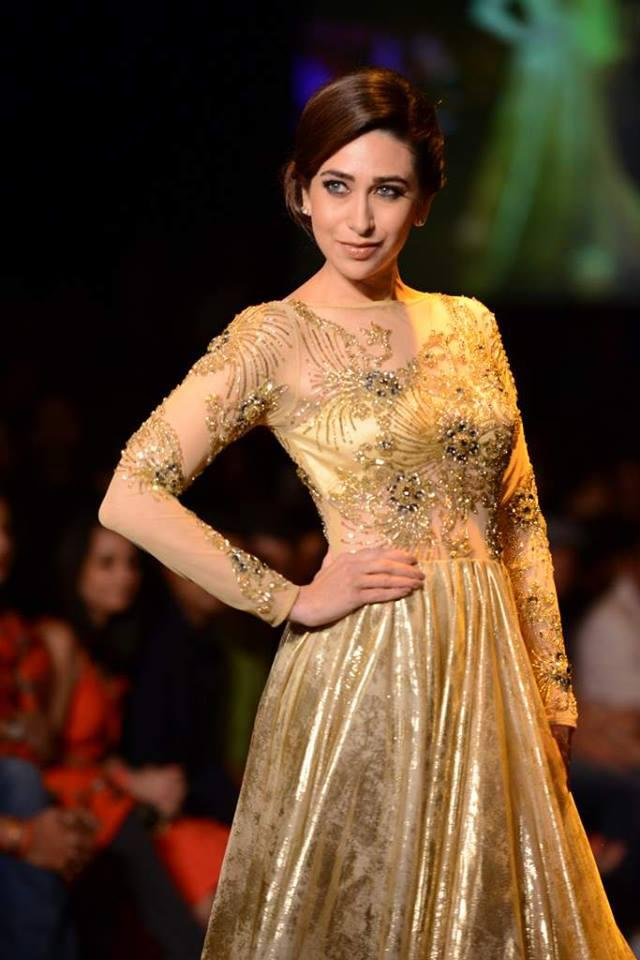 Sexy style from Karisma Kapoor at LFW 2013