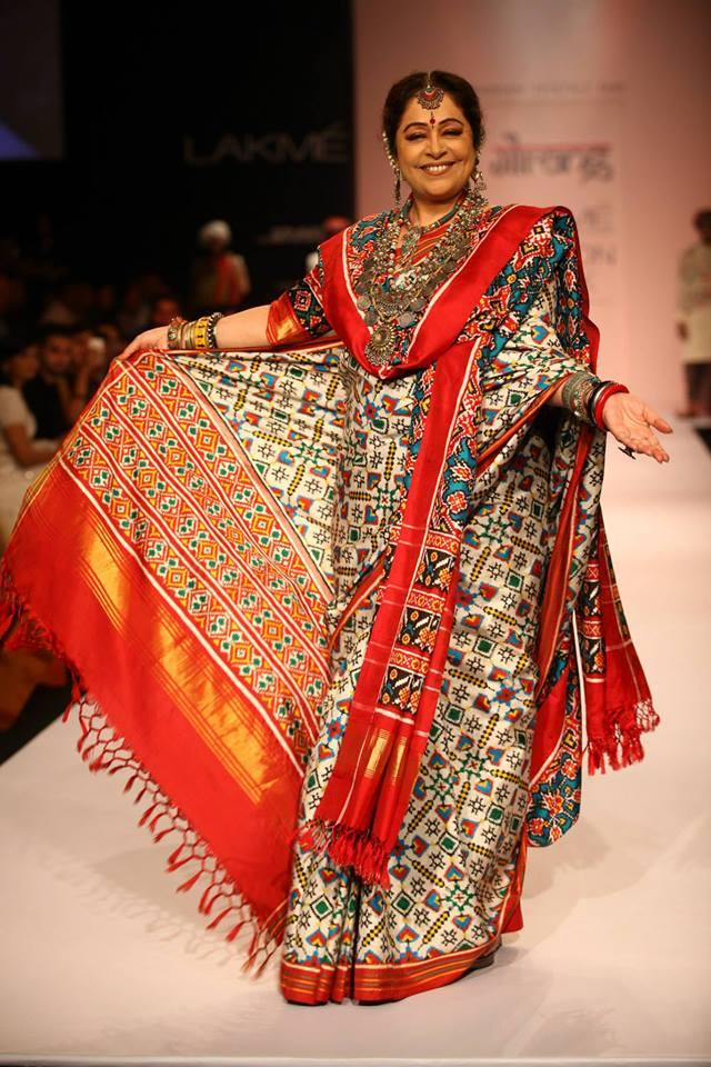 Kirron Kher Was The Showstopper For Gaurang Shah's LFW 2013 Collection