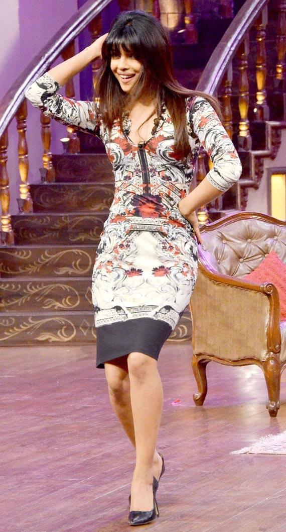 Priyanka Shows Off Some Moves On The Sets Of Comedy Nights With Kapil During The Promotion Of Zanjeer