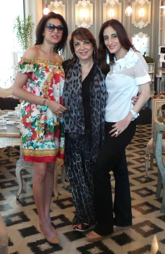 Sushmita,Zarine And Farah Posed For Camera Still