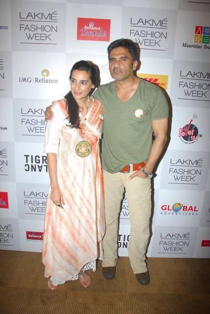 Sunil Shetty And Mana Shetty Nice Pose At LFW 2013 Day 4 Show