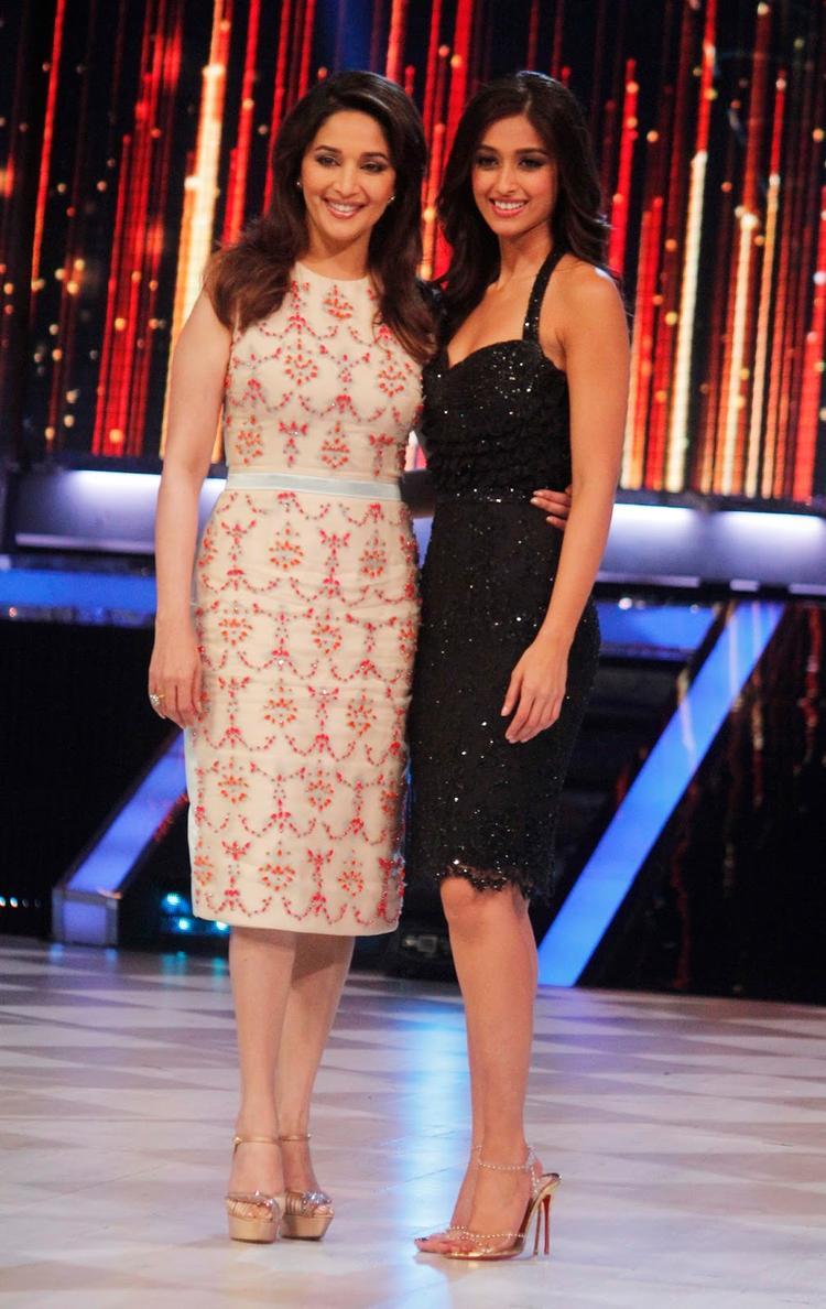 Madhuri And Ileana Clicked On The Sets Of Jhalak Dikhhla Ja 6 During The Promotion Of Phata Poster Nikla Hero