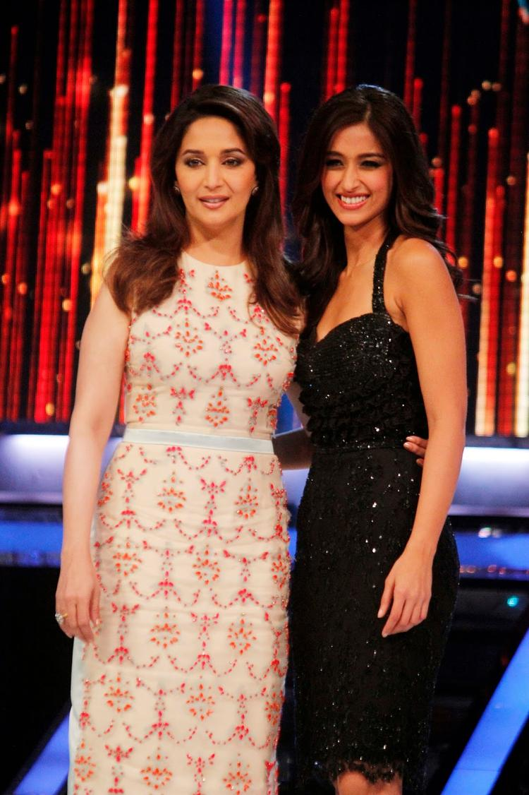 Madhuri And Ileana Posed For Camera On The Sets Of Jhalak Dikhhla Ja 6 During The Promotion Of Phata Poster Nikla Hero
