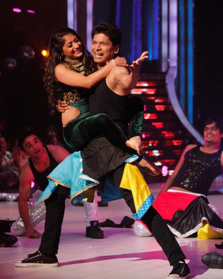 Singer Shaan Performed On The Sets Of Jhalak Dikhhla Ja 6 During The Promotion Of Phata Poster Nikla Hero