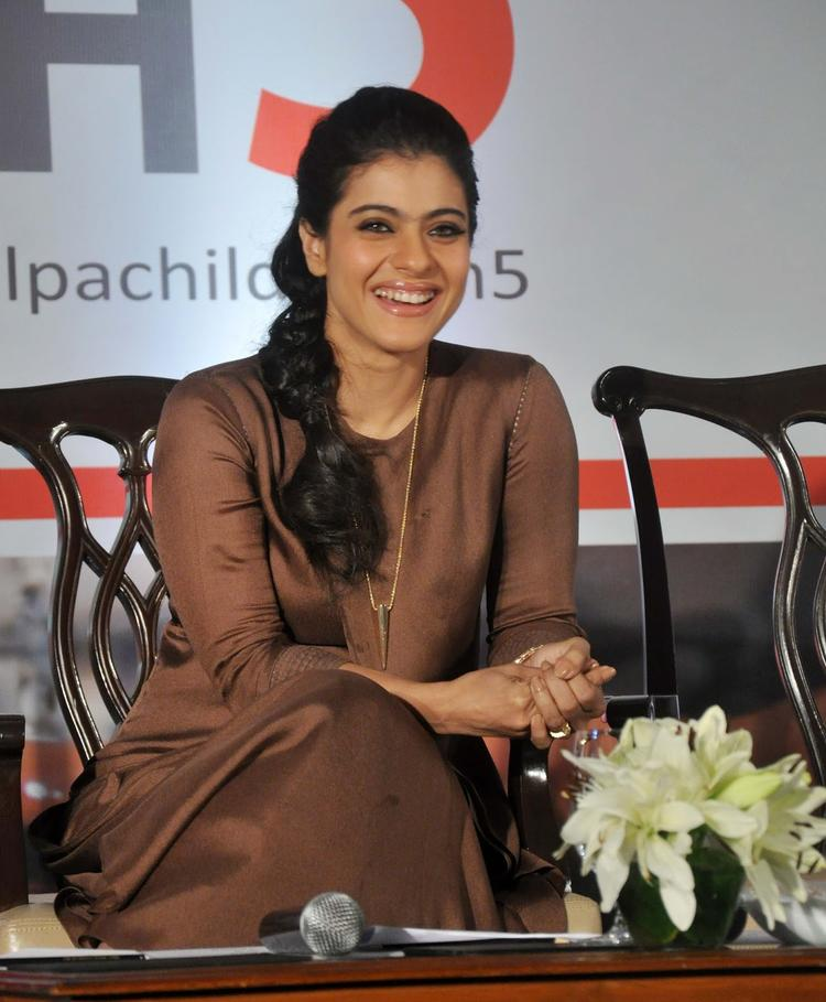 Kajol Devgan Smiling Pic At Help A Child Campaign